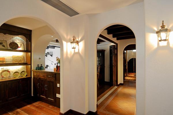 过道 展示柜;;; 地中海风格客厅装修效果图